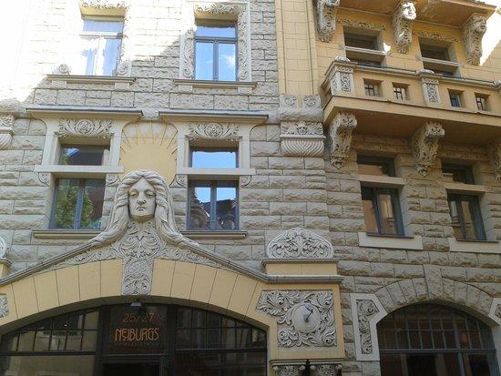 Hotel Justus: Фасад дома из 17-ти мгновений весны