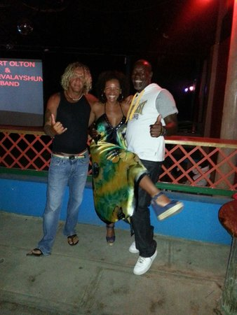 Barbados Beach Club: The locals are extremly friendly and are happy to party with you, yes it's true Bajan guys come