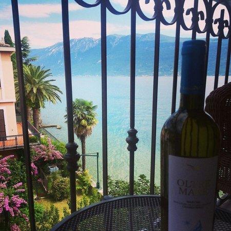 Hotel Gardenia al Lago: The view from our balcony. Heaven.