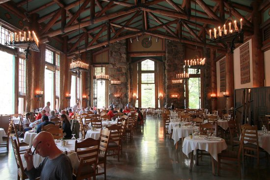 inside ahwahnee hotel restaurant! beautiful! - picture of the