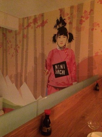 Nini Hachi : Cool & huge wall painted picture