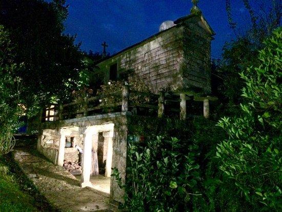 Casa Perfeuto Maria: Horreo de noche