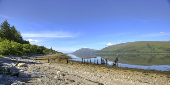 Clan Macduff Hotel: View of Loch Linnhe in front of the hotel