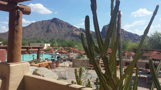 JW Marriott Scottsdale Camelback Inn Resort & Spa: gorgeous view of Camelback mountain and pool from our terrace