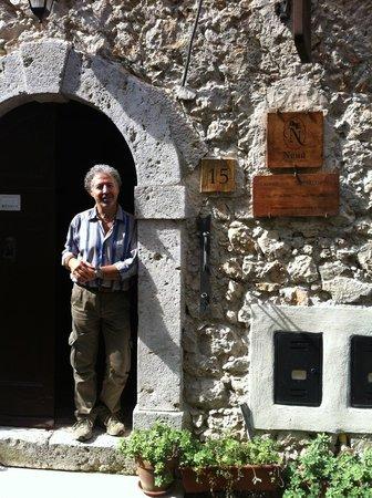 Nena al Borgo Castello: Sig. Carlo