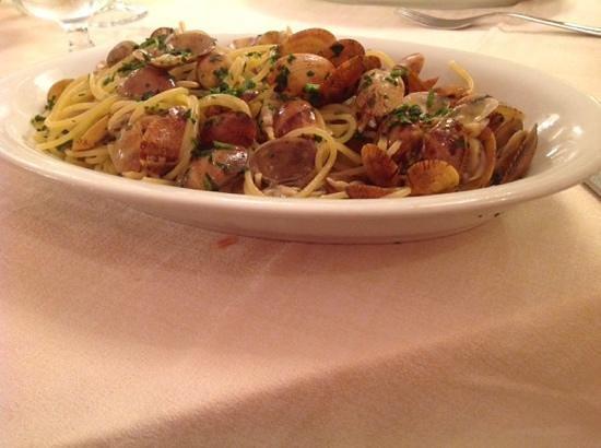 Re Ferdinando: spaghetti alle vongole, ottimi