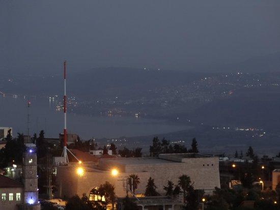 Ruth Rimonim: מבט לילי מפסגת מצודת צפת לעבר הכינרת