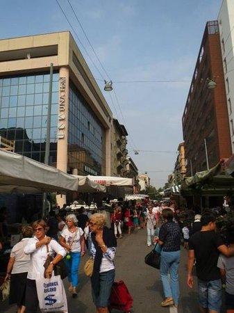 UNA Hotel Scandinavia: marked foran hotellet