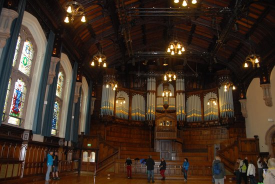 Guildhall: Main hall windows and pipe organ