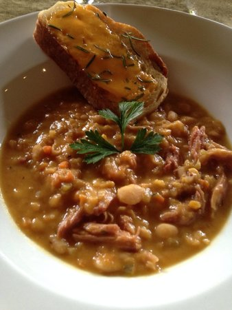 Restaurante Mango at Isla Verde: Ham and bean soup.