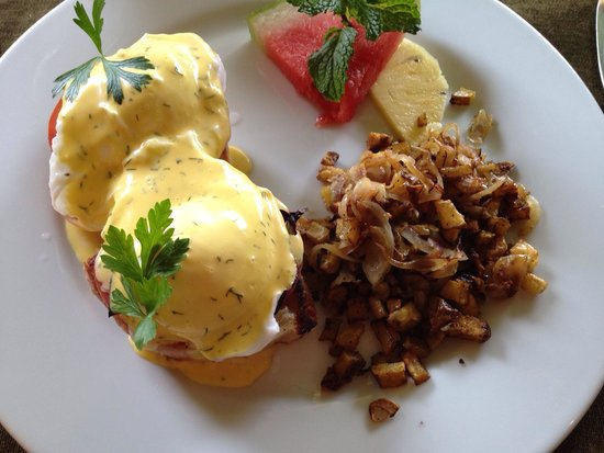 Restaurante Mango at Isla Verde: Eggs Benedict