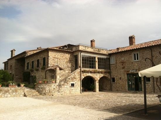 Locanda del Borgo: Conti Faina on way to Rotecastello