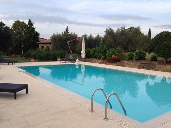 Country House Montali: tranquil pool