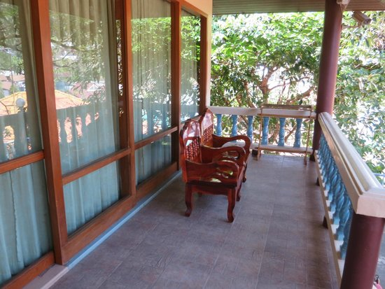 J.J. Bungalow & Guest house: Porch area