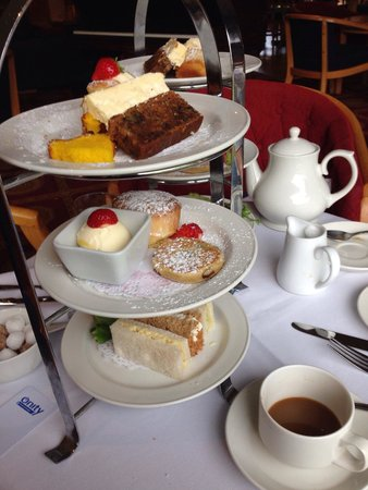 The Parkway Hotel & Spa: Afternoon tea