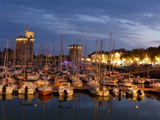 le vieux port la nuit, une autre magie !