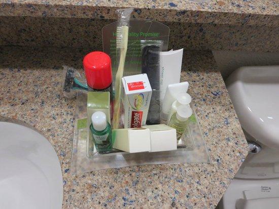 Holiday Inn Resort Aruba - Beach Resort & Casino : Well stocked bathroom!