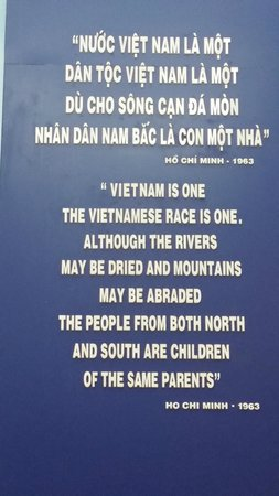 Ho Chi Minh Museum: s