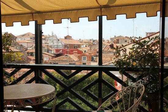Hotel Saturnia & International: Our balcony