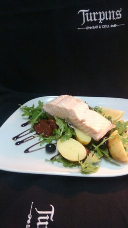 Turpin's Bar and Grill: Poached salmon salad
