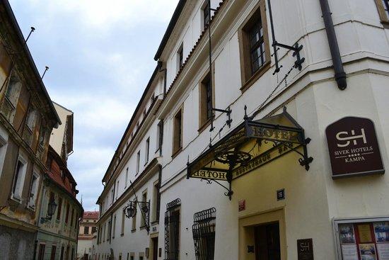 Hotel Kampa-Stara Zbrojnice: esterno hotel