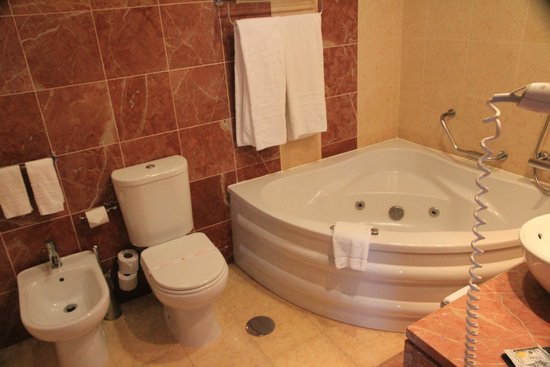 America Diamonds Hotel : bath
