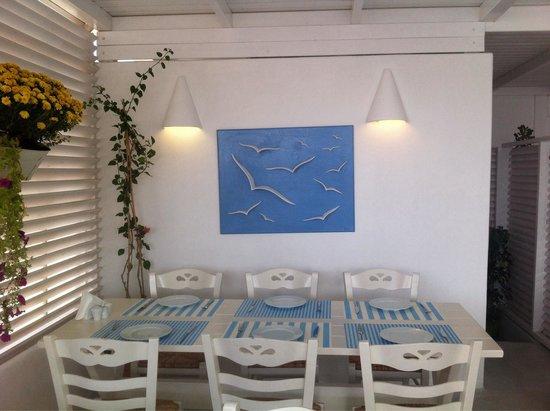 Avocado Restaurant: Beautiful tables!