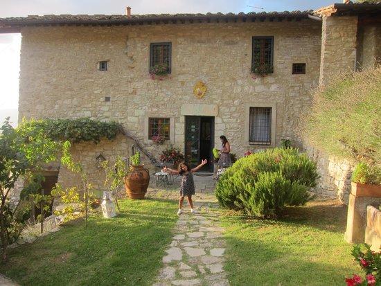 Tenuta Lonciano: Charming location