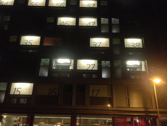 Casa Camper Berlin: From outside, the numbers indicates the rooms