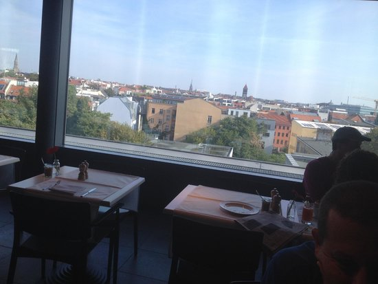 Casa Camper Berlin: View from the dining room, opened 24/7