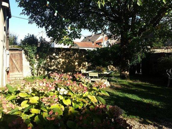 La Cuverie du Chateau : Le jardin