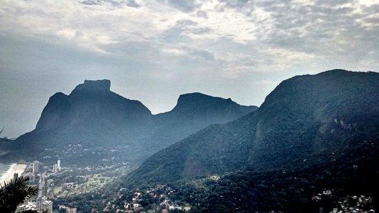 Morro Dois Irmaos: Pedra da Gávea ao fundo
