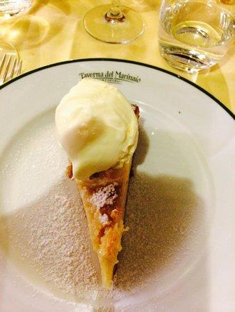 Taverna del Marinaio: Torta di mele con gelato