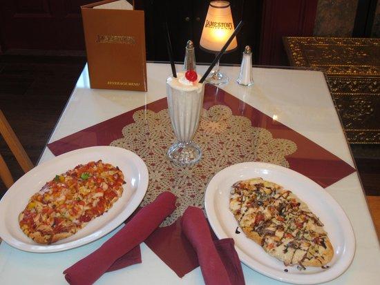Jamestown Hotel and Restaurant : Pizza and milk shake