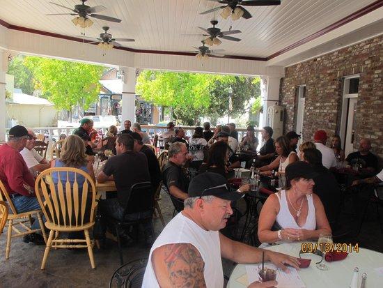 Jamestown Hotel and Restaurant : Outdoor dining