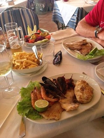 Masia del Mar: Our Meals. Tuna steak and grilled seafood and fish platter