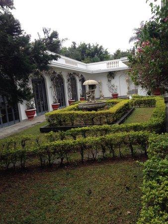 Biazi Paradise Hotel: Lindo jardim