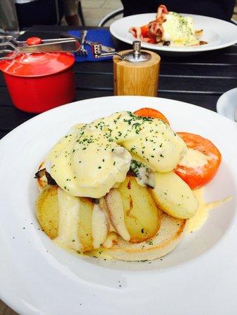 Restaurant Eleven: Veggie eggs Benedict