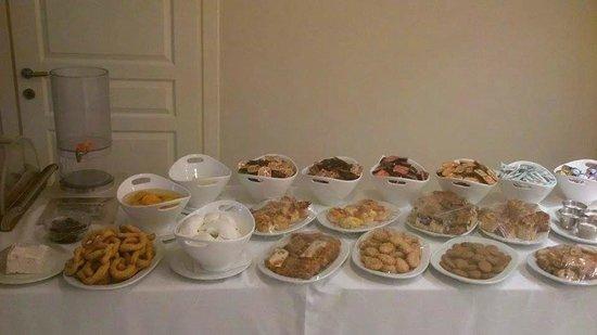 Oasis Hotel: Το πρωινό μας/ our breakfast (όλα χειροποίητα με παραδοσιακά τοπικά προιόντα/all handmade)