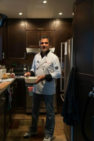 Repos & Manna B & B: Tony prepares the fresh breakfast