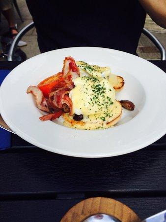 Restaurant Eleven: Eggs Benedict! Yum!