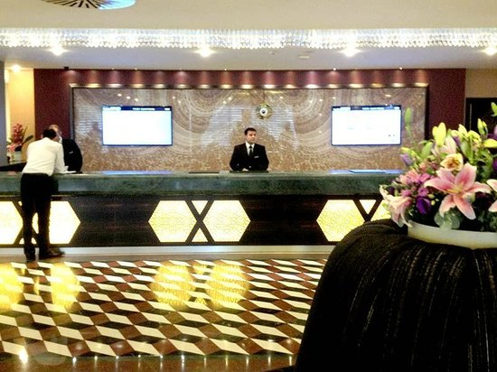 Istanbul Gonen Hotel : The check-in desk is large and everybody was very friendly to me.