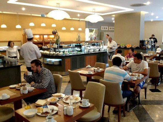 Istanbul Gonen Hotel : Breakfast was tasty and varied. There are six (!!) restaurants in the hotel