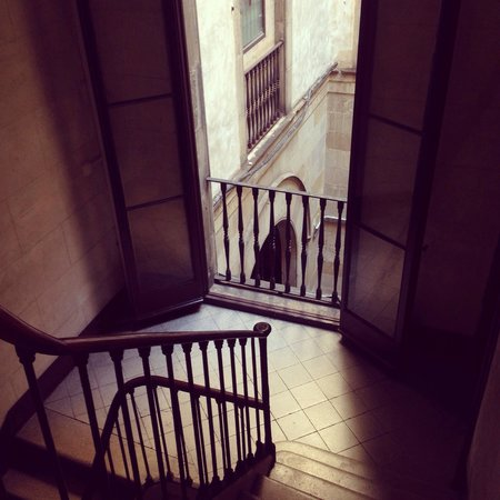 Pension Mari-Luz : The stairwell - not too many stairs at all, they are beautiful...
