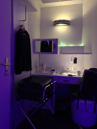 Clarion Collection Frankfurt Central Station: Small single room...
