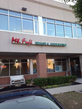 Mt. Fuji Hibachi & Asian Bistro: Plenty of close parking.