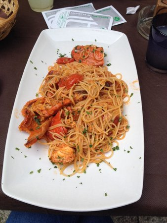 Trattoria Alla Ferrata: Amazing lobster spaghetti only 15 euros! Probably one of the best I've ever had!