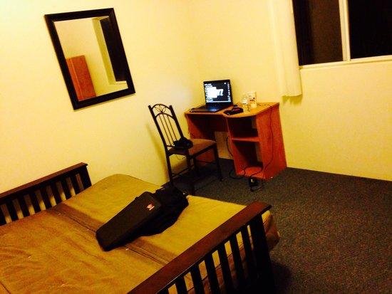 Halemalu: Bedroom (free wifi too!)