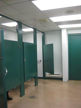 Lockport Locks & Erie Canal Cruises: bathroom