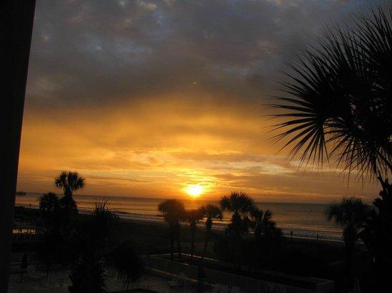 Econo Lodge Inn & Suites Beach : SUNRISE 9/21/2014